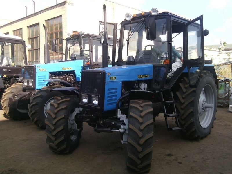 traktor-belarus-mtz-1021_7421c5fc83b626a_800x600
